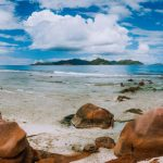 tropical-rockbound-panorama-landscape-with-white-4QLZVY7-1024×440